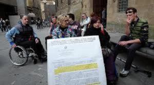 Associazioni di disabili protestano in Piazza della Signoria