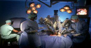 Chirurgia robotica - un'immagine di una sala operatoria robotizzata