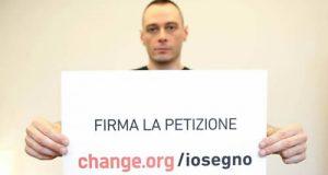 #IoSegno, un video con la canzone 'in Italia' del rapper Fabri Fibra tradotta in Lis per promuovere il riconoscimento della Lingua dei Segni Italiana
