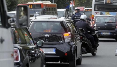 traffico - I comportamenti degli italiani rispetto alla mobilita sostenibile