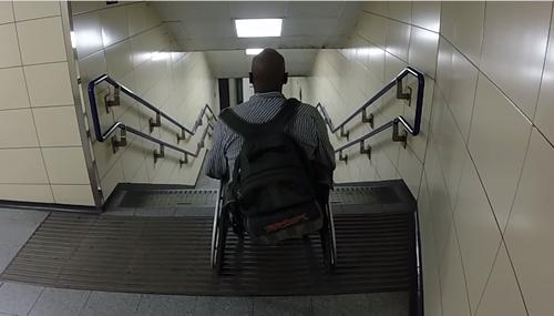 Race The Tube  In a Wheelchair: grazie ad un video virale passa la denuncia del fatto che solo il 25% delle stazioni della metropolitana di Londra sono acessibili