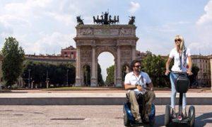 Paolo Badano sulla carrozzina Genny insieme  alla moglie su un segway