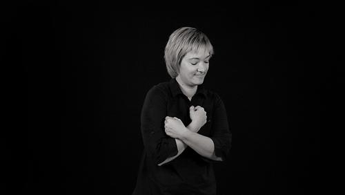 Poesia in Movimento - Emozioni e pensieri nella  Lingua dei Segni: la poetessa Tanja Mikovic (foto di Ilenia Piccioni e Antonio - Tiso Molo7 Photo Agency)