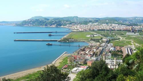 L'area industriale dismessa dell'Italsider di Bagnoli, a Napoli, un progetto di riqualificazione che non ha dato i risultati sperati (WikiCommons by Mentnafunangann)
