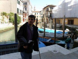 Quando siamo stati a Venezia nel 2010, avendo problemi di equilibrio, abbiamo preferito non rischiare di salire sui vaporetti.