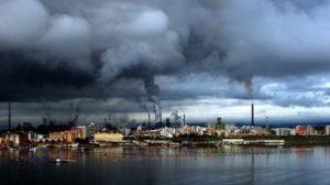 Una fotografia che rende bene l'idea dell'inquinamento prodotto dall'Ilva di Taranto