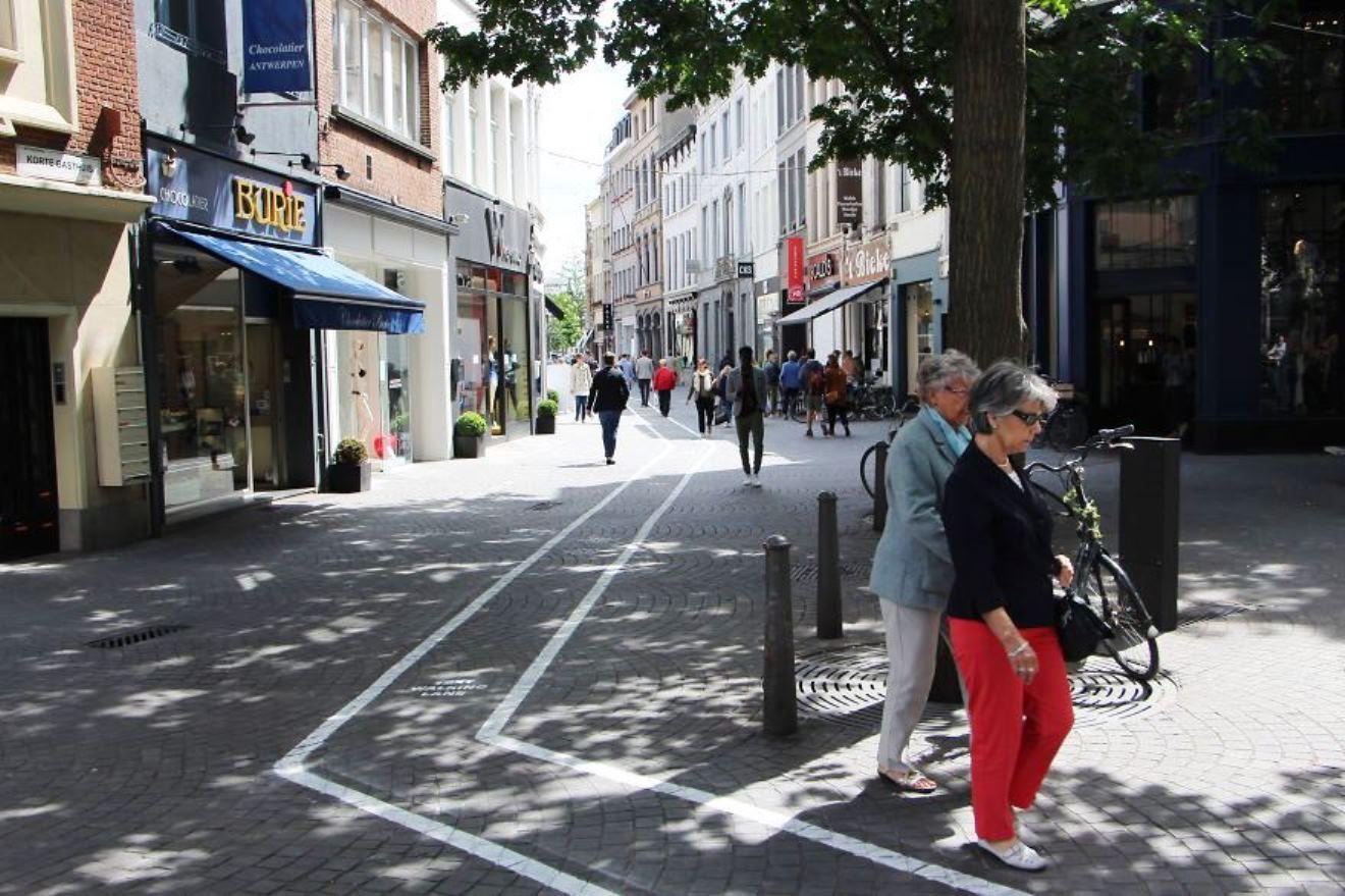 La text walking line ad Anversa è in realtà una trovata pubblicitaria