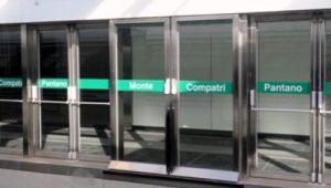 Le porte di banchina alla stazione di Montecompatri, il capolinea della metro