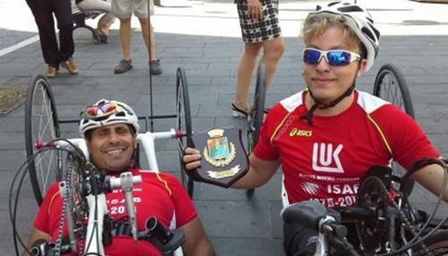 Martino Florio (sinistra) e Samuel Marchese sorridenti dopo aver tagliato il traguardo