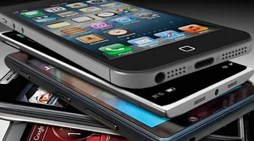 Gli smartphone, ovvero i sempre più diffusi cellulari che consentono di navigare in Internet