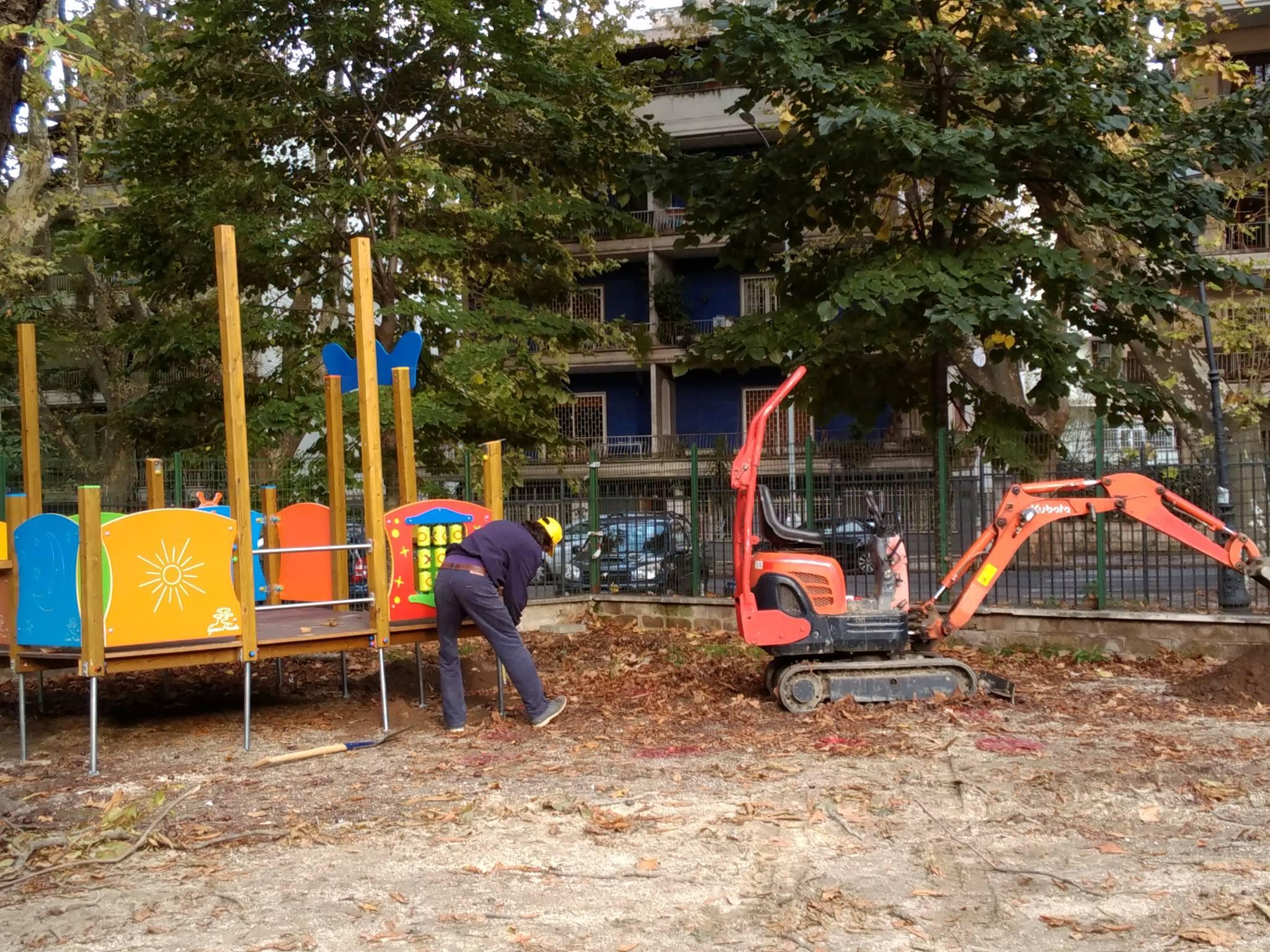 Un immagine dei lavori del parco giochi per  tutti realizzato Ancilia nei giardino del Parco della Resistenza, nel Rione Testaccio a Roma