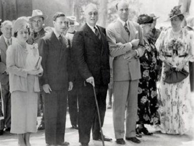 Roosevelt insieme a Re Giorgio d' Inghilterra e alla futura Regina Elisabetta, quest'ultima ancora vivente!