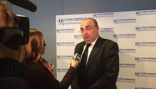 """Maurizio Gardini, presidente di Confcooperative, ha esortato tutti all'impegno nella lotta contro la corruzione rispettando il motto """"un utile in meno, ma un occupato in più"""""""