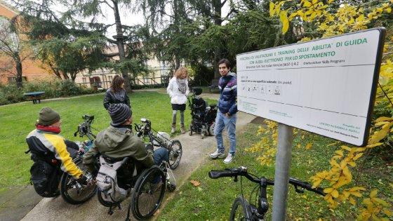 scuola guida Bologna, la scuola guida per insegnare ai disabili luso della carrozzina elettrica