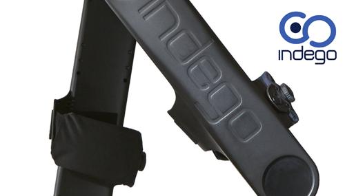 L'esoscheletro di Indego di manovra con un app