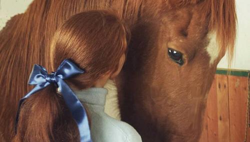 Equi-Blu, un selfie con il proprio cavallo e qualcosa di blu per la consapevolezza sull'autismo #equiblu