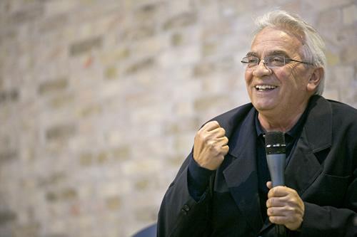 Don Vinicio Albanesi, presidente della Comunità di Capodarco, obbiettivo di un attentato dinamitardo