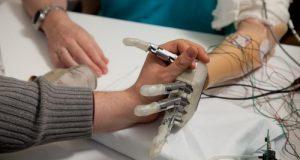 protesi per tatto artificiale