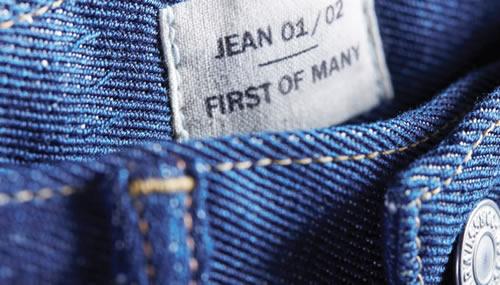 I nuovi jeans di Levi's interamente da cotone riciclato attraverso un ciclo di recupero sostenibile
