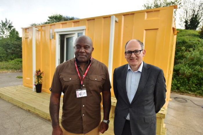 A Bristol, GB, container trasformati in alloggi per gli homeless